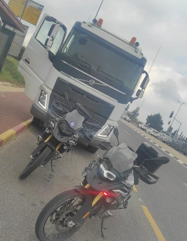 תפיסת משאית שהובילה חול גנוב (צילום: משטרת ישראל)