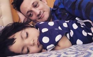 אימץ תינוקת חולה שננטשה בבית החולים (צילום: מתוך עמוד האינסטגרם pablitofracchia@, instagram)