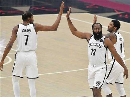 קיירי, דוראנט והארדן. ברוקלין תגיע מוכנה לפלייאוף (Getty) (צילום: ספורט 5)