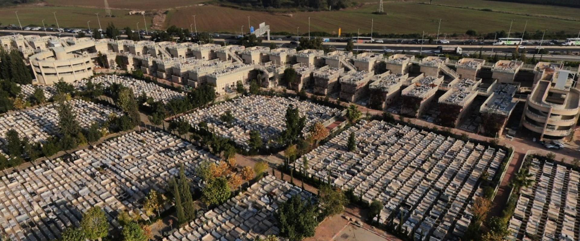 בית עלמין ירקון, מבט על (צילום: יוחאי הלל)