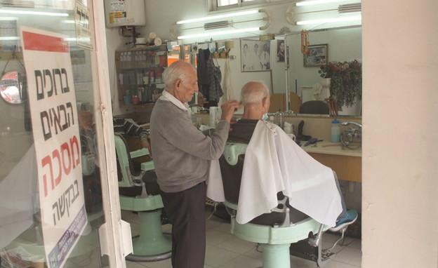 האחים הספרים שממשיכים לעבוד גם בגיל 90 (צילום: N12)