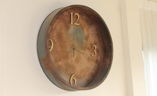 איתמר אבידב, כלי להאכלת אפרוחים הפך לשעון (צילום: איתמר אבידב)