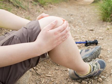 אישה נופלת, נפילה, אילוסטרציה (צילום: cunaplus, shutterstock)