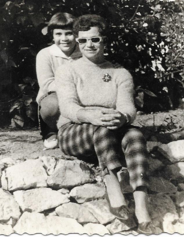 גילה פפר ואמה (צילום: אלבום משפחתי)