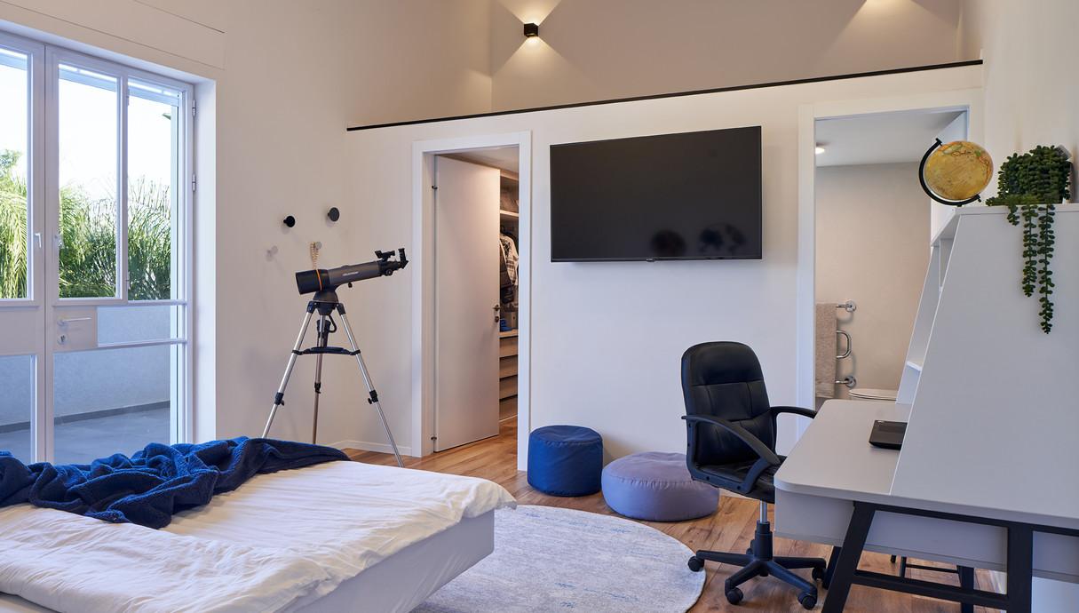 בית במושב בשפלה, עיצוב עדי ברעם, חדר הבן הבוגר - 1