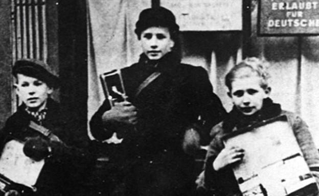 """חיו דווקא בחלק הגרמני של העיר, בן ציון ו (צילום: מתוך הסרט """"הגיבורים הקטנים בגטו ורשה""""   , חדשות)"""