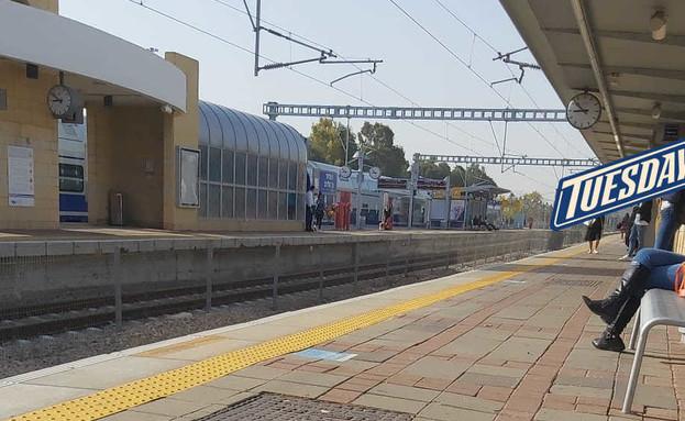 תחנת רכבת ריקה (צילום: אליס גופמן, באדיבות הצלמת)