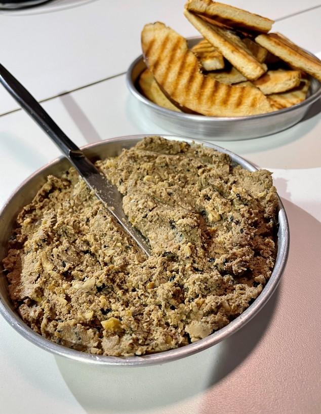 כבד קצוץ אורלי פלאי (צילום: ריטה גולדשטיין, אוכל טוב)