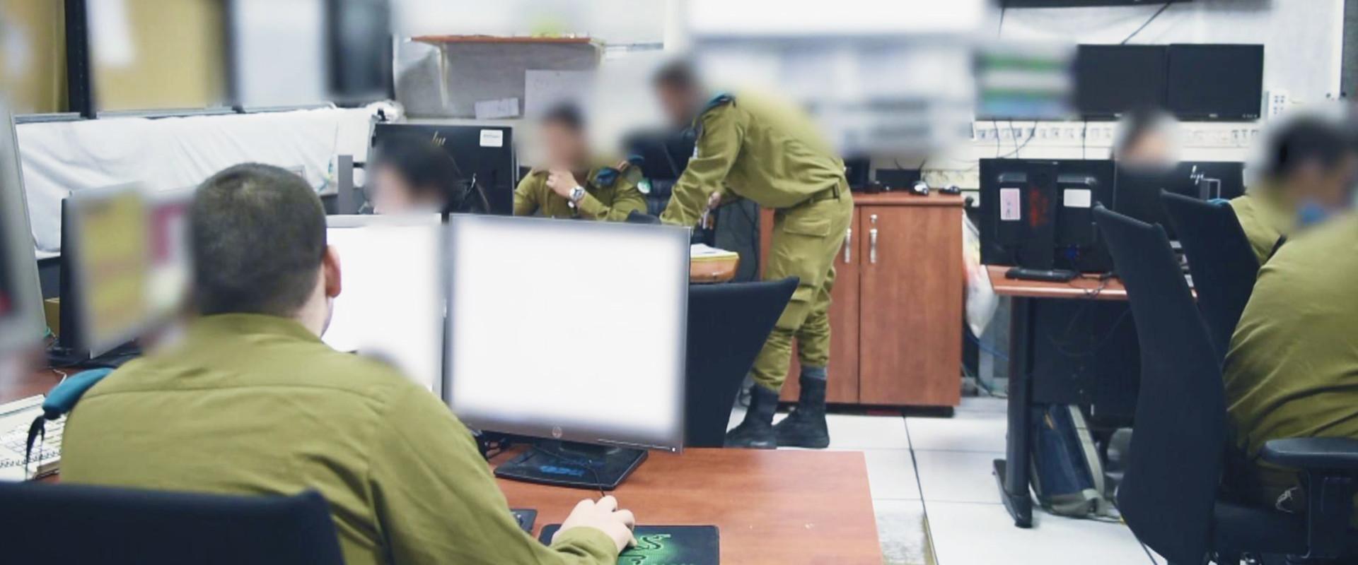 חיילים לומדים בכיתה (צילום: דובר צה