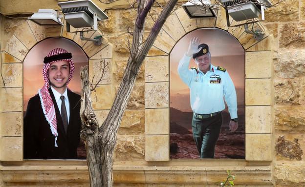 פורטרטים של מלך ירדן עבדאללה ויורש העצר חוסיין בחנות בעמאן (צילום: futurewalk, shutterstock)