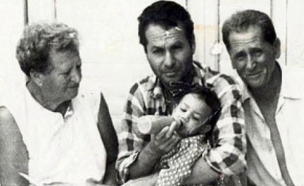 """שלמה בראבא והמשפחה (צילום: מתוך """"חדשות הבוקר"""" , קשת 12)"""
