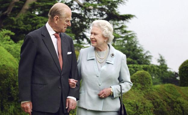 המלכה אליזבת והנסיך פיליפ (צילום: Fiona Hanson/PA via AP, File)