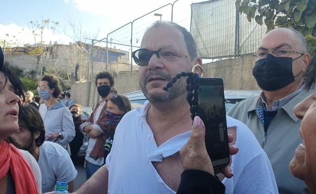 """ח""""כ עופר כסיף הותקף באלימות במהלך הפגנה בשייח גראח (צילום: ניצן רון)"""