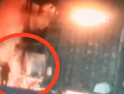 אסון מול המצלמות: הפסיד כסף בבורסה וקפץ לתוך תנור להמסת מתכות