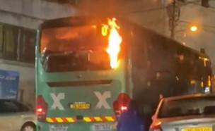 הצתת אוטובוס בשכונת עיסוויה (צילום: דיווחים בזמן אמת)