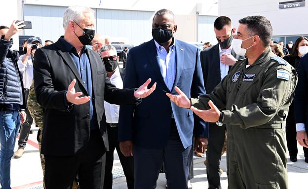 שר ההגנה האמריקאי מבקר בבסיס חיל האוויר בנבטים (צילום: Matty Stern / U.S. Embassy Jerusalem)