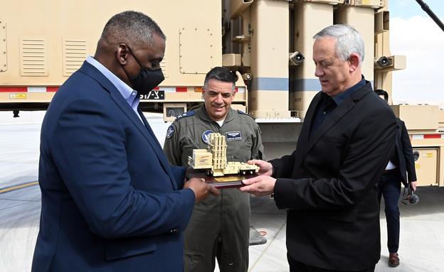 שר ההגנה האמריקני מבקר בבסיס חיל האוויר בנבטים (צילום: Matty Stern / U.S. Embassy Jerusalem)