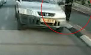 """ויכוח סתמי בכביש כמעט שנגמר ברצח (צילום: מתוך """"חדשות הבוקר"""" , קשת 12)"""