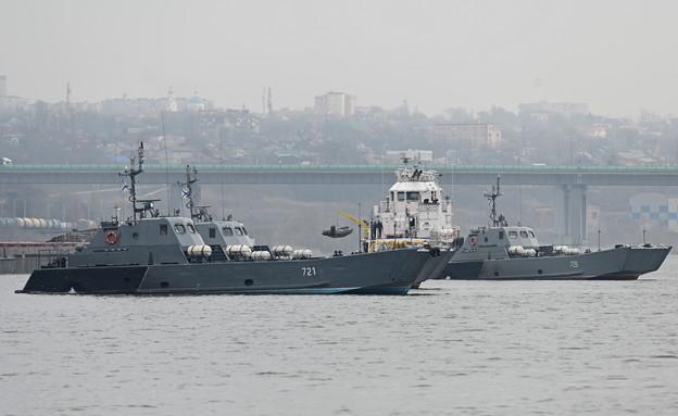 ספינות מלחמה רוסיות משייתות סמוך לאוקראינה (צילום: reuters)