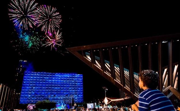 יום העצמאות בתל אביב, זיקוקים (צילום: כפיר בולוטין, יחסי ציבור)