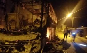 אוטובוס שרוף (צילום: צילום מסך)