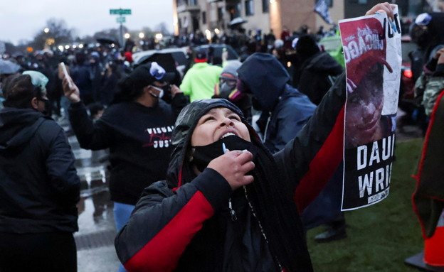 מחאות במיניסוטה על מותו של דנטה רייט (צילום: רויטרס)