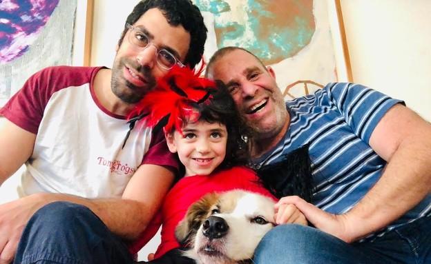 אלעד בר אריאל, בן זוגו ובתם (צילום: פרטי)