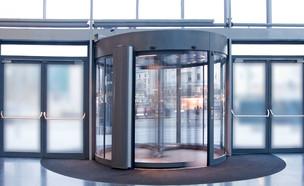 דלת מסתובבת, משרדים (צילום: Amy Johansson, shutterstock)