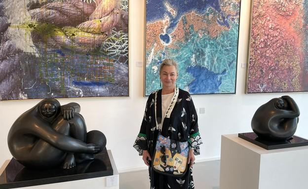 אריאלה ורטהיימר בתערוכה בדובאי