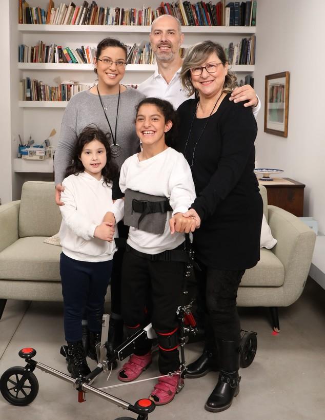 טליה ומשפחת קוך (צילום: גבע טלמור)
