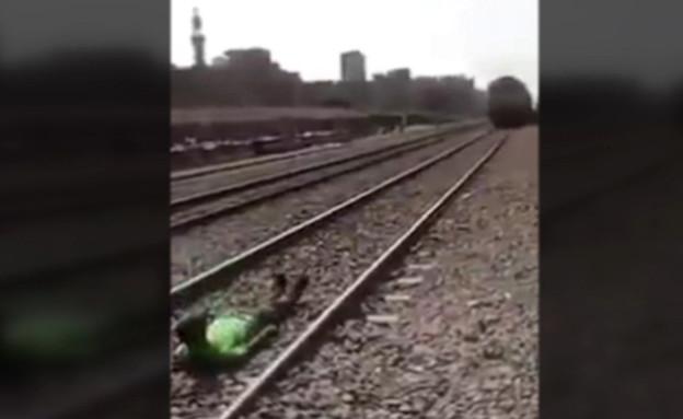 אתגר הרכבות: הסרטון שמסעיר את מצרים