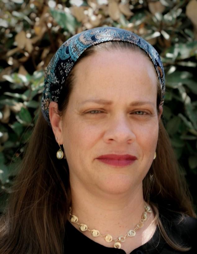 """ד""""ר רבקה טאוב, מנכ""""לית האקדמית חמדת (צילום:  יאיר טאוב, באדיבות המצולמת)"""