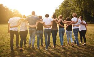 קהילה, חברים (צילום: Juri Pozzi, shutterstock)