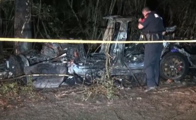 תאונה של טסלה בטקסס (צילום: צילום מסך מתוך cbsnews)