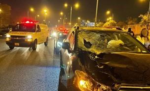"""הולך רגל נפגע מרכב בכביש 40 סמוך לשעריה (צילום: תיעוד מבצעי מד""""א)"""