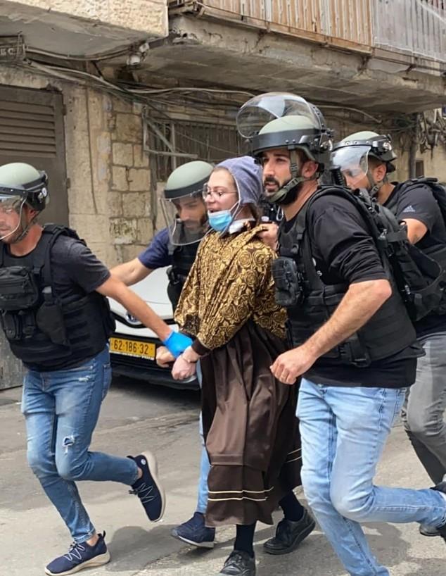 מבצע מעצרים בשכונת מאה שערים - חרדי התחפש לאישה (צילום: ישי ירושלמי)