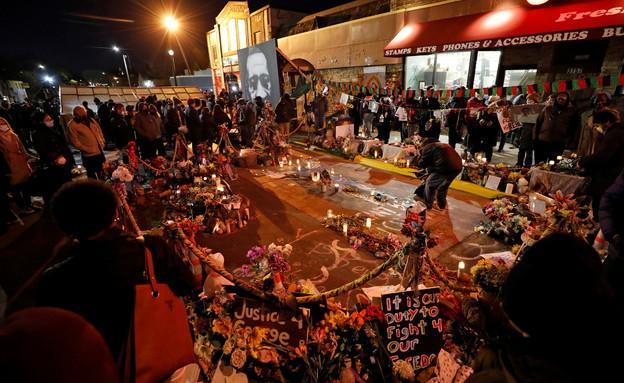 """הפגנות תמיכה בארה""""ב בעקבות הרשעתו של רוצח ג'ורג' פלויד (צילום: רויטרס)"""