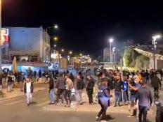 התקהלות של מאות צעירים ערבים בסמוך לשער שכם (צילום: חדשות)