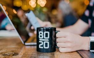 קפה עבודה אפקטיבי (צילום: @austindistel, UNSPLASH)