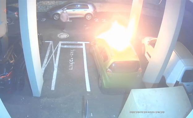 הצתת רכב בחניון