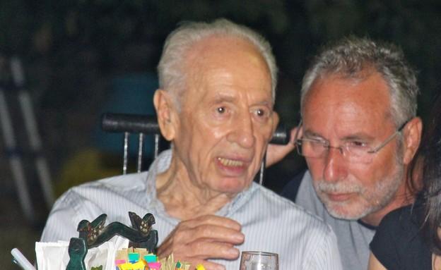 יורם דורי עם שמעון פרס (צילום: בתיה דורי)