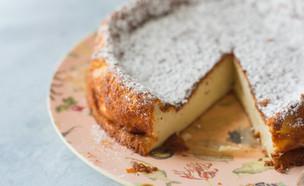 עוגת יוגורט לימון כמו סופלה (צילום: קרן אגם, אוכל טוב)