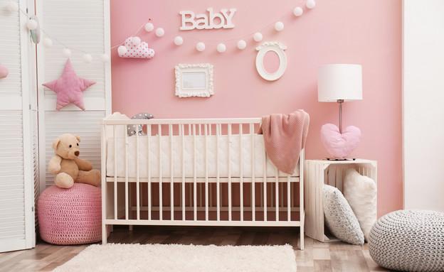 חדר לתינוקת (צילום: shutterstock By Africa Studio)