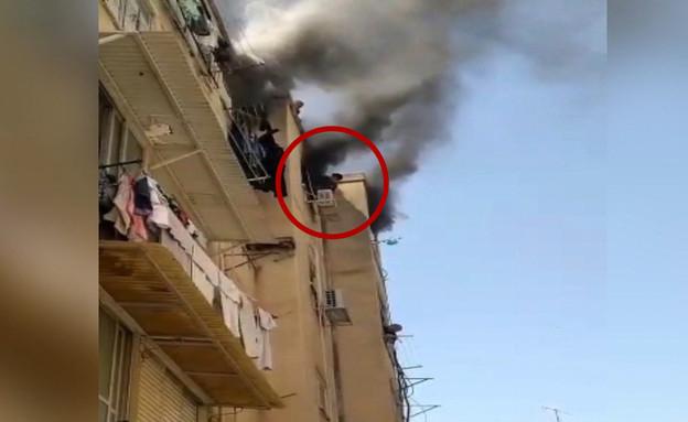 בן ה-12 בעת החילוץ בשריפה בדירה בראשון לציון (צילום: סעיף 27)