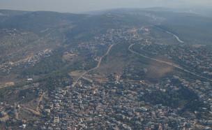 צילום אוויר של ערערה, קציר ועין א סהלה ברקע (צילום: עמוס מירון, ויקיפדיה)