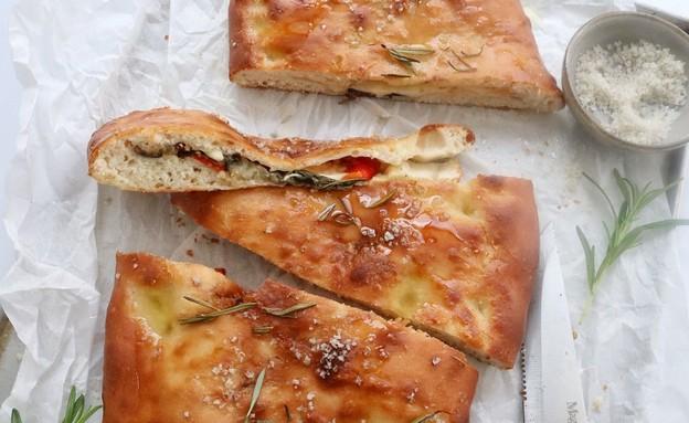 פוקצ'ה ממולאת (צילום: רון יוחננוב, אוכל טוב)