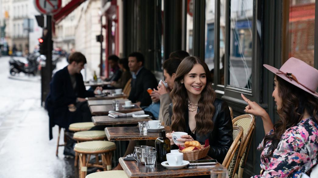 "לילי קולינס, ""אמילי בפריז"" (צילום: Stephanie Branchu, Netflix)"