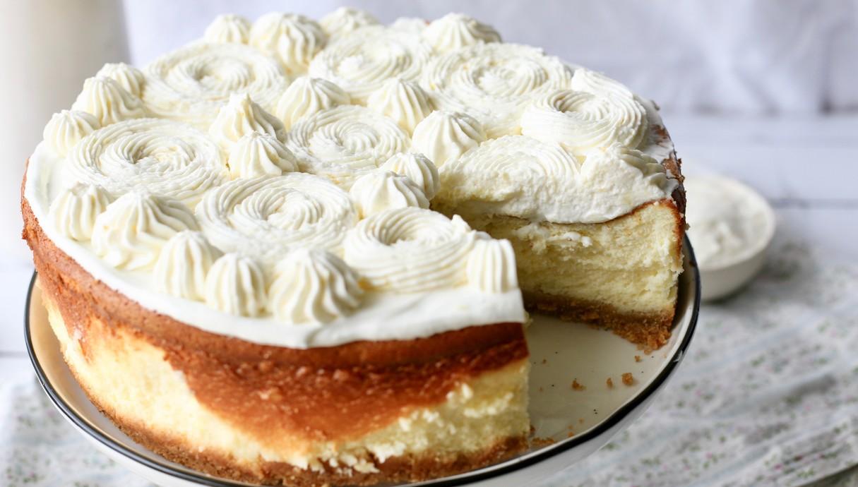 עוגת גבינה עם קרם לימון