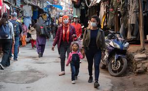 קורונה בנפאל (צילום: Michalakis Ppalis / Shutterstock.com)