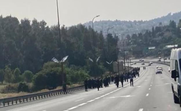 פלסטינים עולים לירושלים ברגל